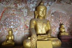 Las estatuas de Buda en Pho ganan las cuevas de Taung en Monywa imagen de archivo