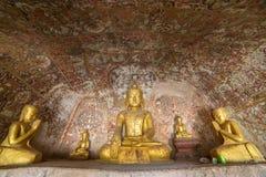 Las estatuas de Buda en Pho ganan las cuevas de Taung en Monywa foto de archivo libre de regalías