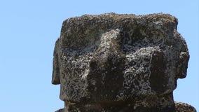 Las estatuas de la isla de pascua reenfocan y enfocan tiro metrajes