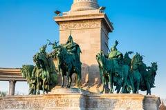 Las estatuas de los siete caciques de los húngaros en los héroes famosos ajustan foto de archivo libre de regalías