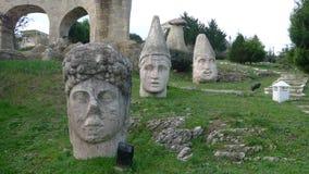 Las estatuas de Nemrut que representan el hotel en Antalya, este hotel son esculturas del betún disponibles en todas las áreas he fotos de archivo libres de regalías