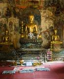 Las estatuas de oro de Buda imagen de archivo libre de regalías