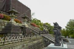 Las estatuas del drag?n en Kiyomizu-dera, formalmente Otowa-san Kiyomizu-dera, son un templo budista independiente en Kyoto del e imagen de archivo