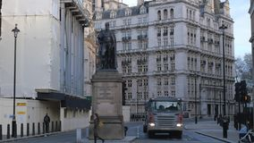Las estatuas en Londres Whitehall almacen de video