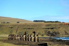 Las 15 estatuas enormes famosas de Moai del sitio arqueológico de Ahu Tongariki, sitio del patrimonio mundial de la UNESCO en la  fotos de archivo libres de regalías