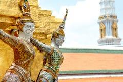 Las estatuas gigantes del guarda del demonio se colocan alrededor de pagoda y de la mano al li Foto de archivo libre de regalías