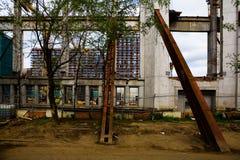 Las estructuras guardan la pared del edificio viejo Fotografía de archivo libre de regalías