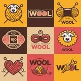 Las etiquetas o el logotipo de las lanas para la materia textil natural de 100 del por ciento puro lanas de las ovejas marca con  Imagen de archivo libre de regalías