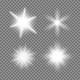 Las explosiones de la luz del vector que brillaban intensamente fijaron con las chispas en fondo transparente libre illustration