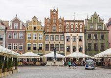 Las fachadas de las casas viejas en la plaza del mercado Fotos de archivo libres de regalías
