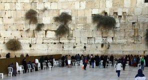 Las fieles judías de las mujeres ruegan en la pared que se lamenta Fotografía de archivo libre de regalías