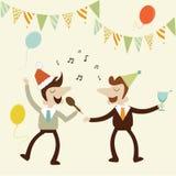 Las fiestas en la oficina con el hombre de negocios cantan música de karaoke y gozan de drin Imagen de archivo