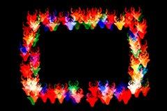 Las figuras coloridas con los cuernos forman un marco figura del bokeh con los cuernos aislados en fondo negro marco de figuras c imagen de archivo libre de regalías