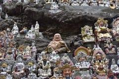 Las figuras de dioses con los regalos foto de archivo