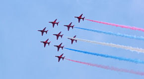 Las flechas rojas en la formación euro del combatiente Fotografía de archivo