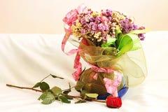 Las flores secadas y subieron Foto de archivo
