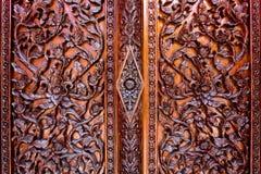 Las flores talladas, liana tallada, tallaron puertas y ventanas Imagenes de archivo