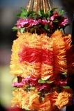 Las flores y las guirnaldas indias en el mercado de la flor cultivan festival Imagen de archivo libre de regalías