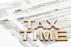 Las formas de impuesto 1040,1120,1065 Concepto del día del impuesto fotos de archivo libres de regalías