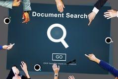 Las formas del hallazgo de la búsqueda del documento examinan concepto de las letras Imagenes de archivo