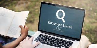 Las formas del hallazgo de la búsqueda del documento examinan concepto de las letras Fotos de archivo