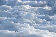Las formas del hielo les gusta el vidrio de leche Fotos de archivo libres de regalías