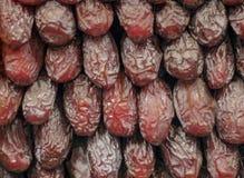 Las frutas de la fecha se alinearon secuencialmente fotos de archivo
