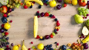 Las frutas hicieron la letra D almacen de video