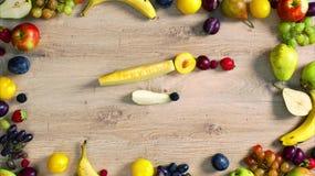 Las frutas hicieron la letra F almacen de video
