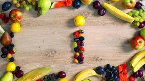 Las frutas hicieron la letra I almacen de metraje de vídeo