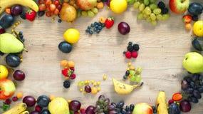 Las frutas hicieron la letra Q almacen de metraje de vídeo