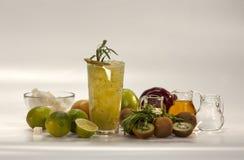 Ingredientes para los cócteles sin alcohol foto de archivo libre de regalías