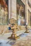 Las fuentes con el Rinfresco riegan en el balneario de Tettuccio Terme Foto de archivo