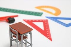 Las fuentes de escuela usadas en matemáticas clasifican, geometría o ciencia Herramienta de la geometría de las matemáticas para  Imágenes de archivo libres de regalías