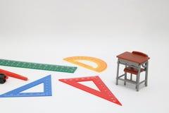 Las fuentes de escuela usadas en matemáticas clasifican, geometría o ciencia Herramienta de la geometría de las matemáticas para  Fotografía de archivo