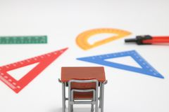 Las fuentes de escuela usadas en matemáticas clasifican, geometría o ciencia Herramienta de la geometría de las matemáticas para  Imagen de archivo libre de regalías
