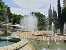 Las fuentes en la ciudad parquean, Sochi, Rusia Foto de archivo libre de regalías