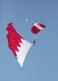 Las fuerzas especiales de BDF se lanzan en paracaídas equipo de la exhibición se realizan en Bahrein Imagenes de archivo