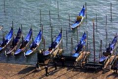 Las góndolas estacionaron cerca de la plaza de San Marco, Venecia Imagen de archivo
