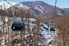 Las góndolas levantan en la estación de esquí de Rosa Khutor, Sochi, Rusia Fotos de archivo libres de regalías
