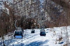 Las góndolas levantan en la estación de esquí de Rosa Khutor, Sochi, Rusia Imágenes de archivo libres de regalías