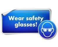 Las gafas de seguridad del desgaste firman la etiqueta engomada con la muestra obligatoria aislada en el fondo blanco libre illustration