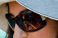 Las gafas de sol de la mujer Imagenes de archivo
