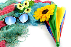 Las gafas de sol tienen un cielo el día de fiesta imágenes de archivo libres de regalías