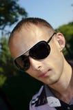 Las gafas que desgastan del hombre Foto de archivo libre de regalías