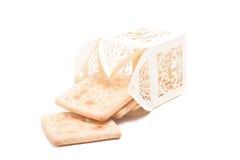 Las galletas en la original tallada embalan aislado en el fondo blanco Imagen de archivo libre de regalías