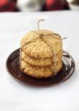 Las galletas hechas en casa de la avena cocieron por días de fiesta de los Años Nuevos Fotos de archivo