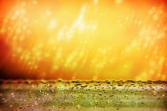 Las gotas de la lluvia bajan en los rayos de la puesta del sol Tormenta hermosa S Fotografía de archivo libre de regalías