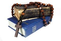 Gotas y biblias del rosario Fotografía de archivo libre de regalías