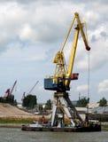 Las grúas están funcionando en el puerto de Rotterdam Imágenes de archivo libres de regalías